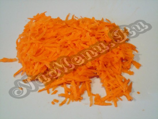 Трем морковь на терке