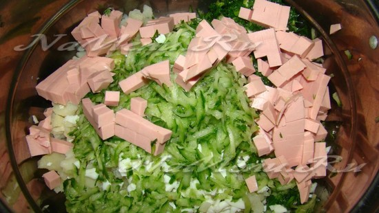 Нарезаем колбасу