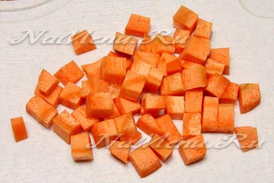 Морковку нарезать