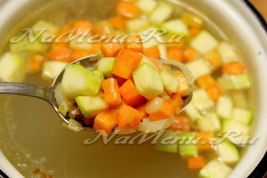 овощи перекладываем в суп