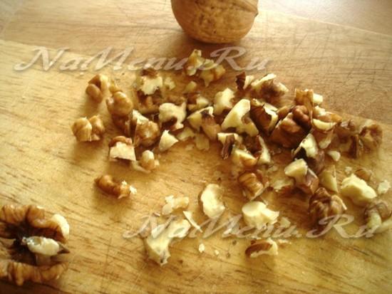 Грецкие орехи нарезаем