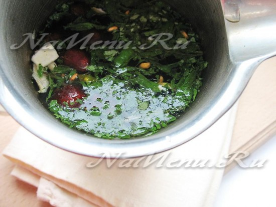 Напиток из шиповника, малины, киви с добавлением мелиссы - рецепт пошаговый с фото