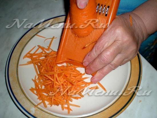 нашинковать морковку