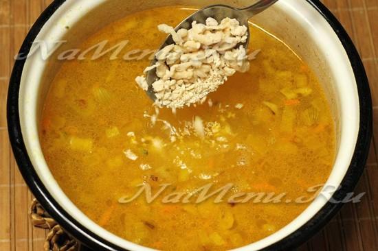 ложим затируху в суп