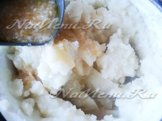 Добавить воду в картофель
