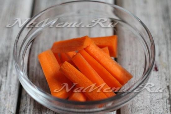 морковь нарезать брусочками