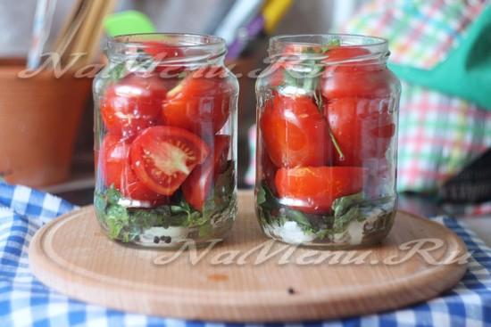 слоем укладываем помидоры