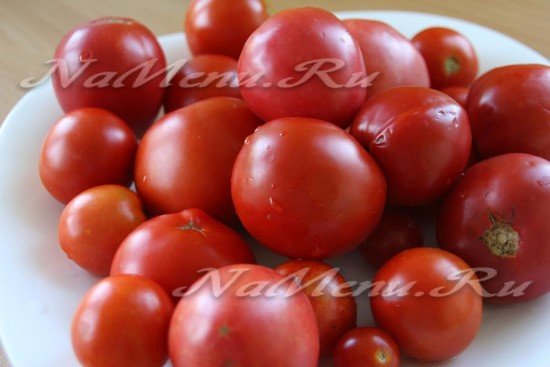 Тщательно моем помидоры