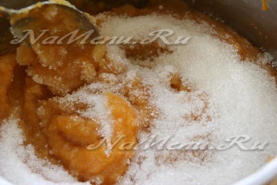 Добавляем к пюре сахар
