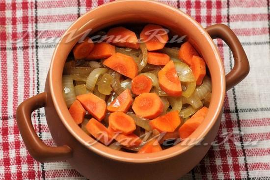 слой из жареного лука и моркови