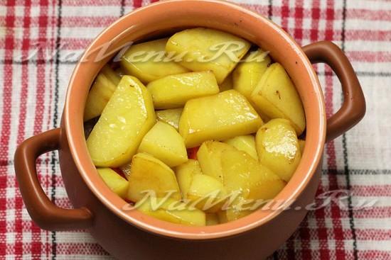 завершить слоем картофеля