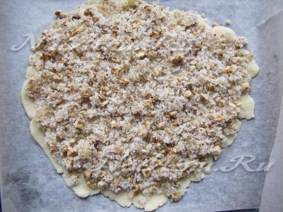 перемешать орехи с медом