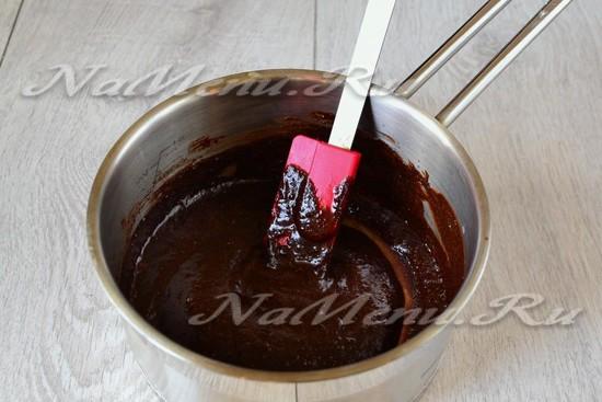 Растапливаем шоколада на водяной бане.