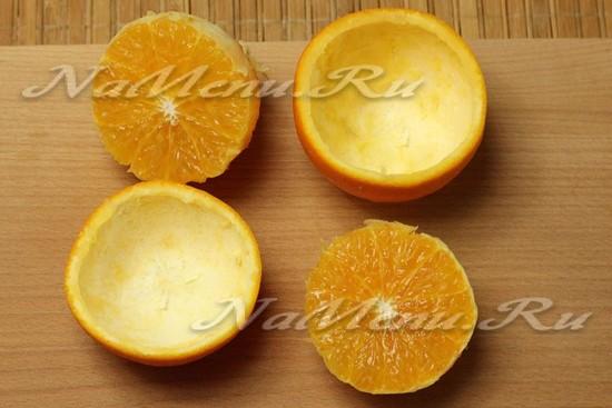 разрезаем пополам апельсин