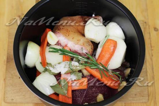 добавим морковку и лук