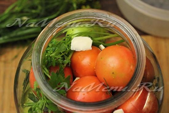 заполняем красными помидорами