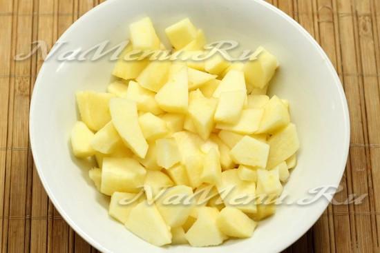яблоки очистит и нарезать