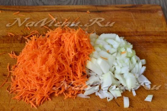 морковь и лук измельчить