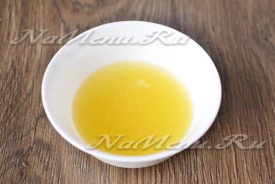 разводим желатин в бульоне