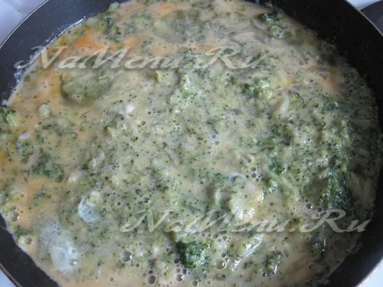 Залить яйцом брокколи