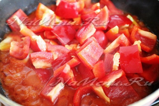 выкладываем перец в соус