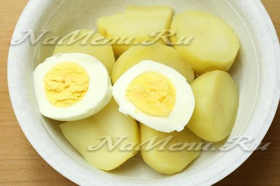 отварить картошку и яйца