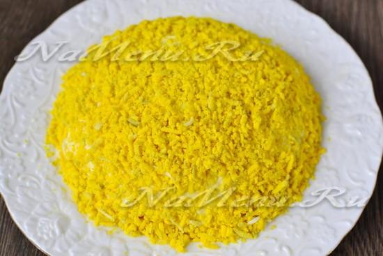 Выкладываем желток