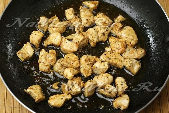 обжарить филе со специями
