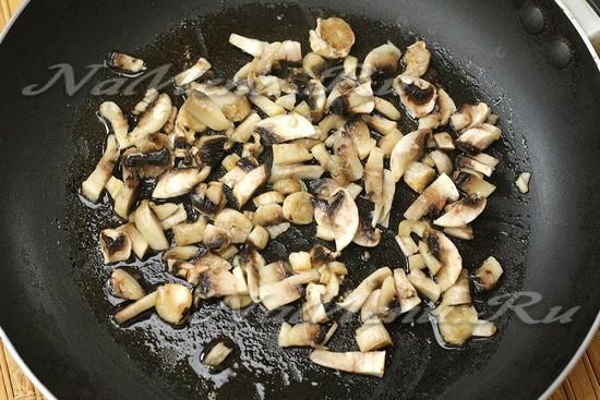 поджарили грибы
