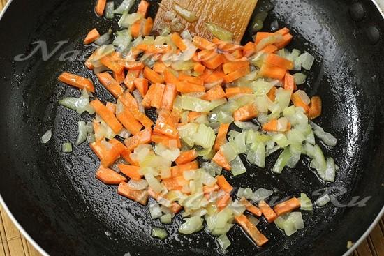 обжарили лук, морковь