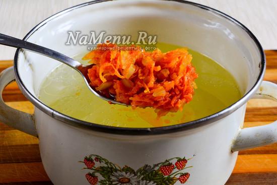 Всыпать овощи в суп