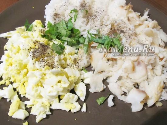в начинку добавить яйцо и специи