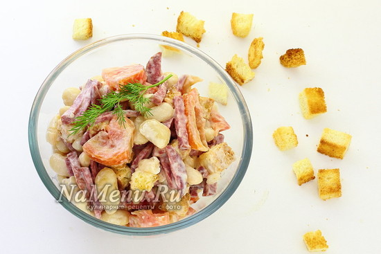 Салат Обжорка с фасолью и копченой колбасой, рецепт с фото