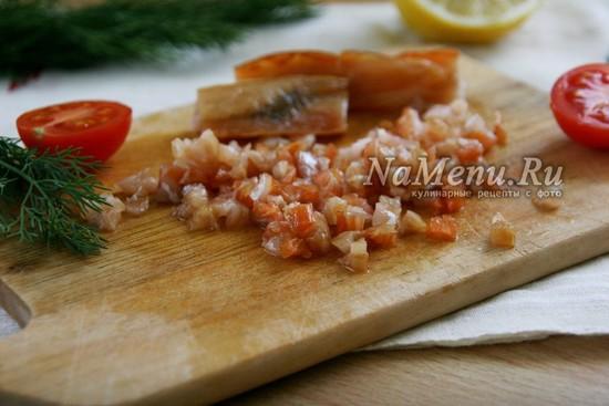 порезать копченый лосось