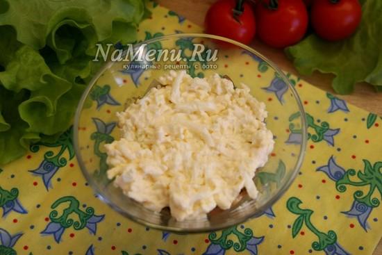 выложить сырно-яичную массу