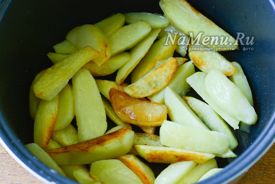 переворачиваем картофель