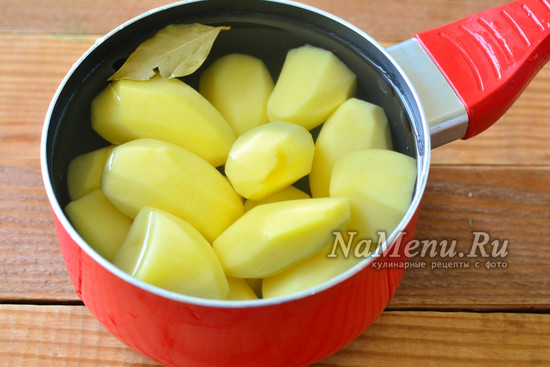 проварите картофель
