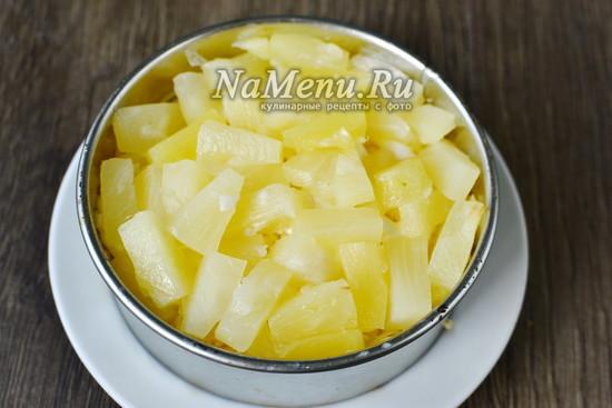 Выкладываем ананас