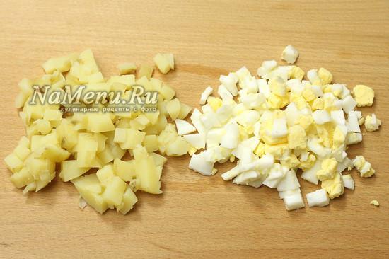 нарезали картошку, яйца