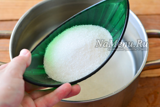 всыпаем сахар