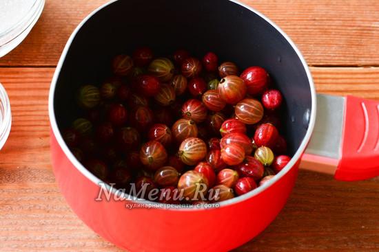 выкладываем ягоды