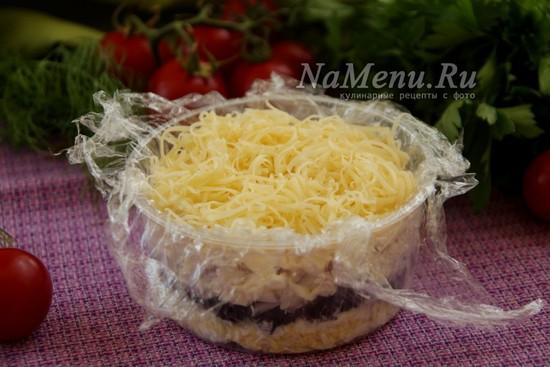 выложить слой твердого сыра
