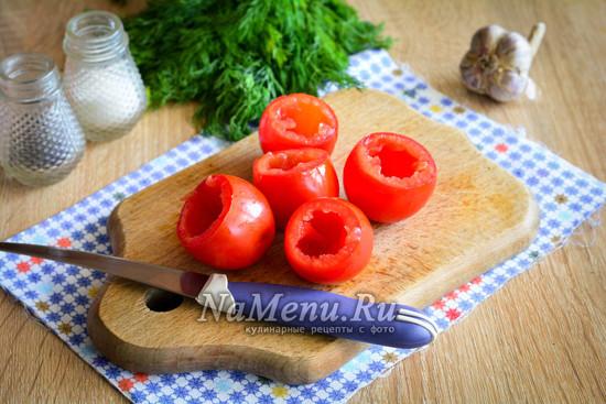 убрать серединку помидор