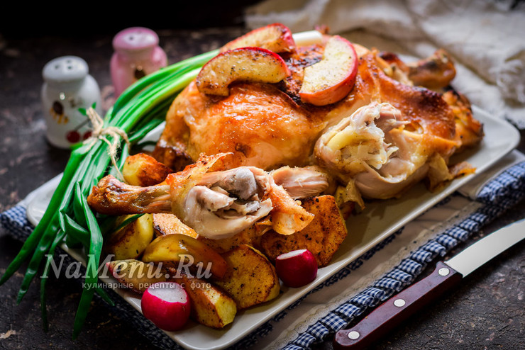 Фаршированная курица в духовке целиком с картошкой и яблоками