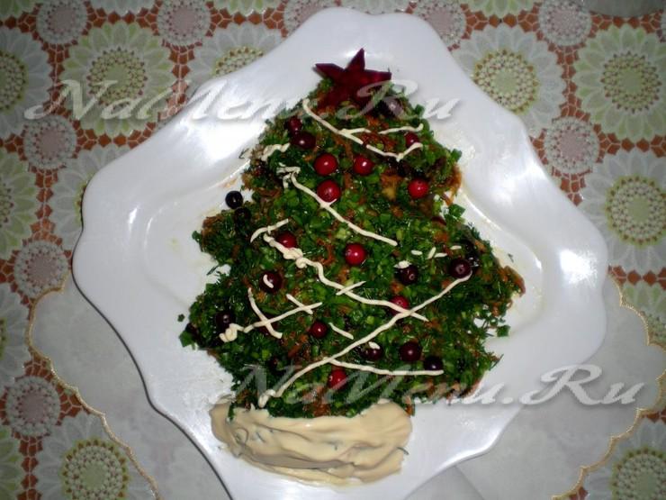 """Салат с черносливом, грибами и овощами """"Новогодний"""""""