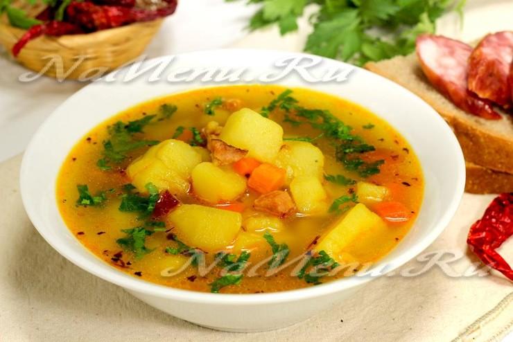 Острый суп с копченными колбасками