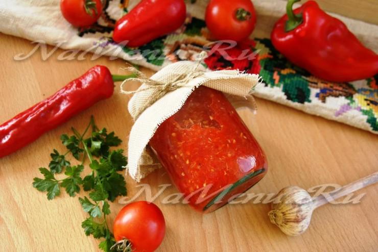 Аджика сырая с хреном и помидорами