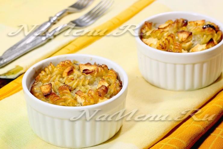 Лапшевник из макарон с яблоками и яйцом