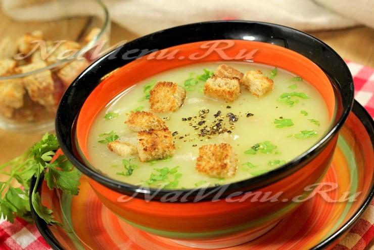 Картофельный суп-пюре со шкварками и гренками