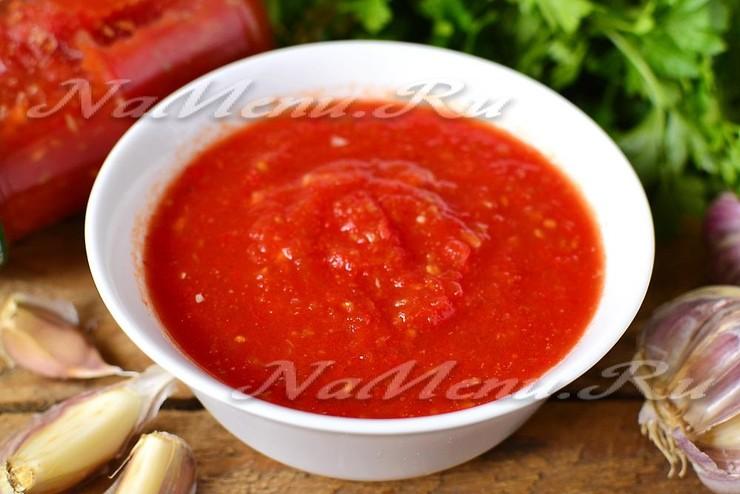 Острая аджика из помидор с чесноком